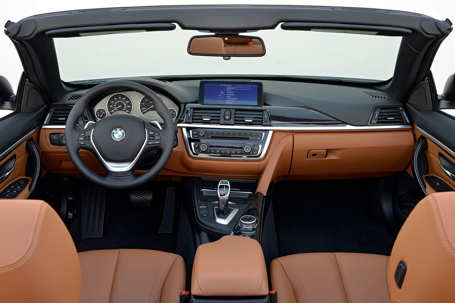 2017 BMW 4 Series 440i Convertible Dashboard. Luxury Line Package Shown.