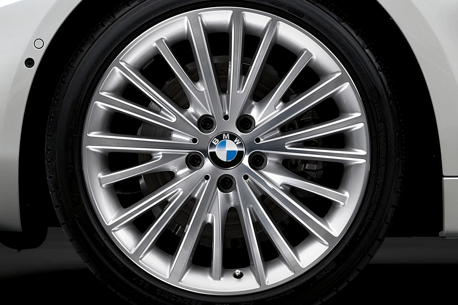 2017 BMW 4 Series 430i SULEV Convertible Wheel. Luxury Line Package Shown.