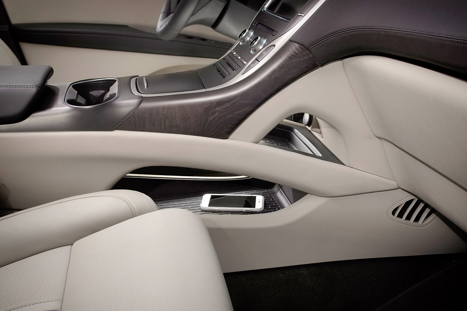 Lincoln MKX Reserve 4dr SUV Interior Detail Shown (2017 model year shown)