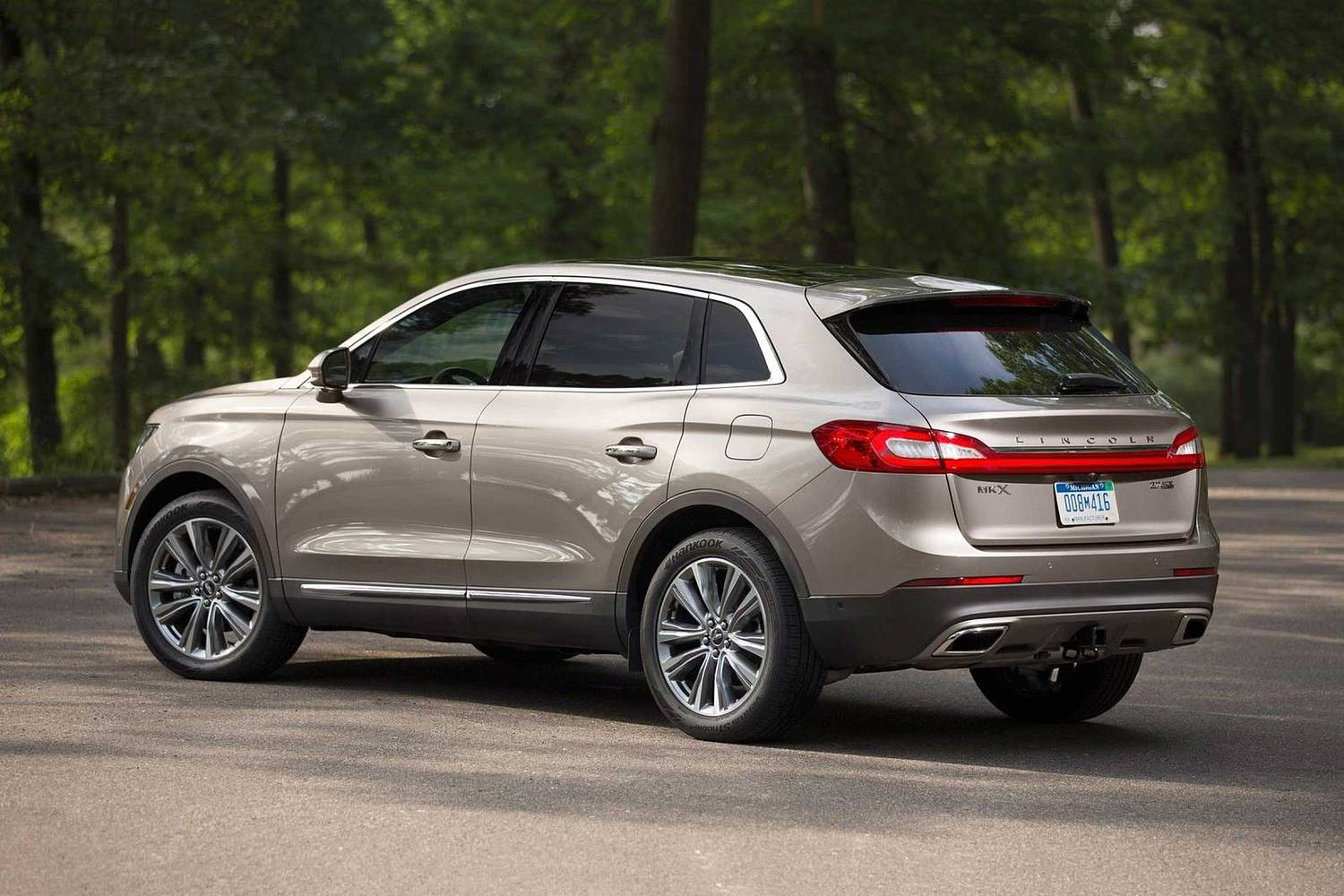 Lincoln MKX Reserve 4dr SUV Exterior (2017 model year shown)