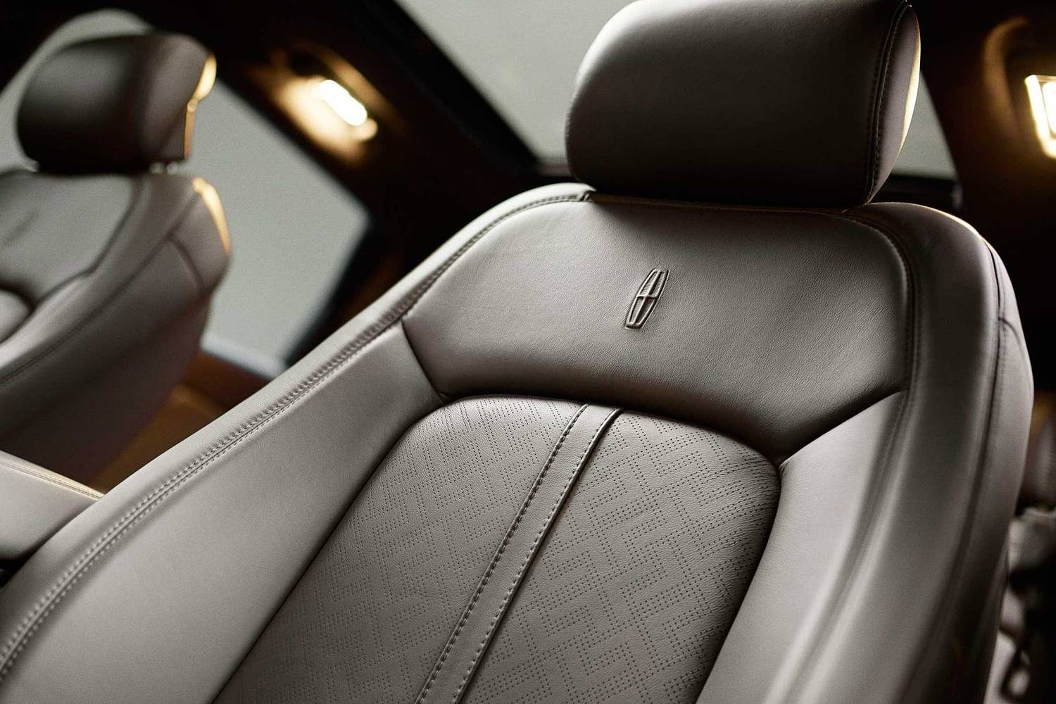 Lincoln MKX Black Label 4dr SUV Interior Detail. Muse Theme Shown. (2017 model year shown)