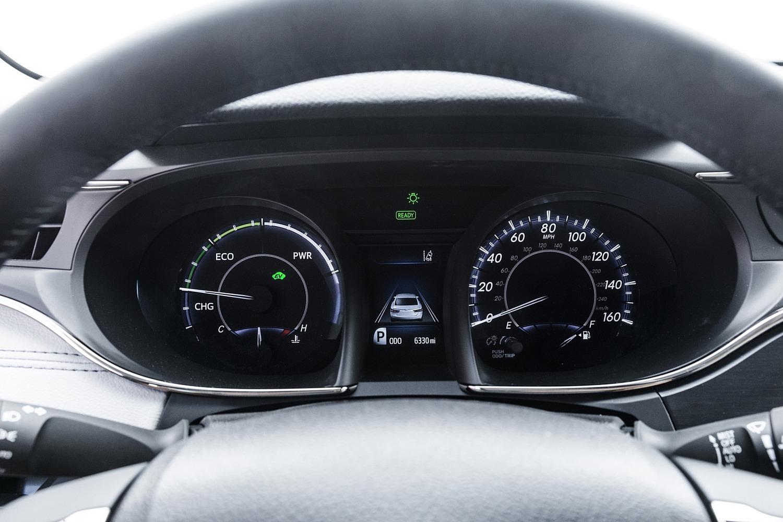 Toyota Avalon Hybrid Sedan Gauge Cluster (2017 model year shown)
