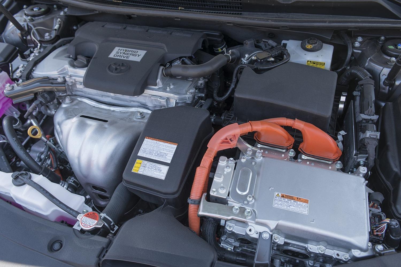 Toyota Avalon Hybrid Sedan 2.5L I4 Gas/Electric Engine (2017 model year shown)