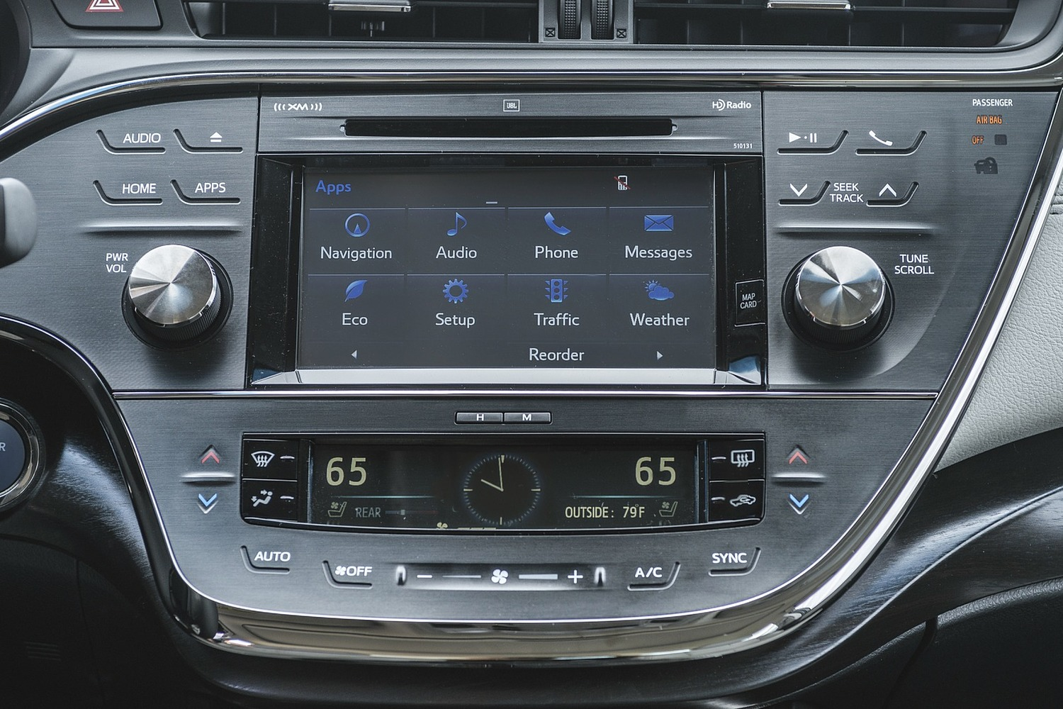 Toyota Avalon Hybrid Sedan Center Console (2017 model year shown)