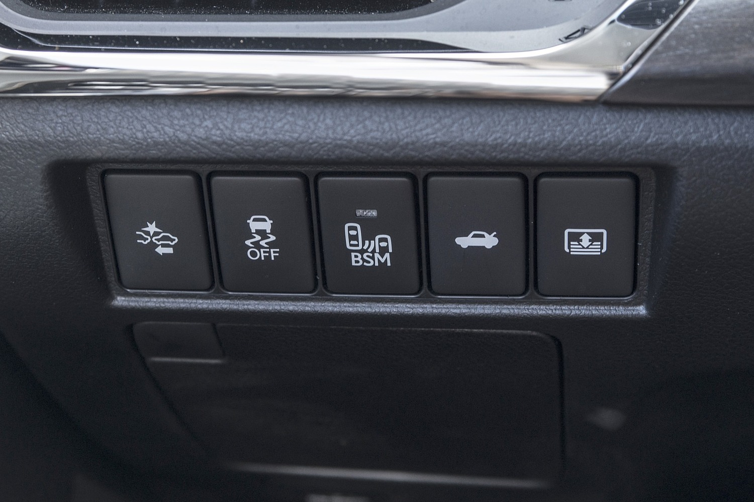 Toyota Avalon Hybrid Sedan Interior Detail (2017 model year shown)