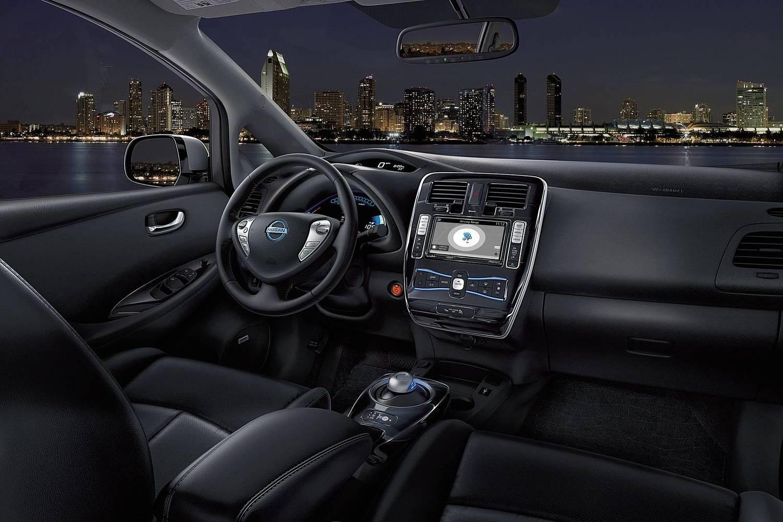 2017 Nissan Leaf SL 4dr Hatchback Interior