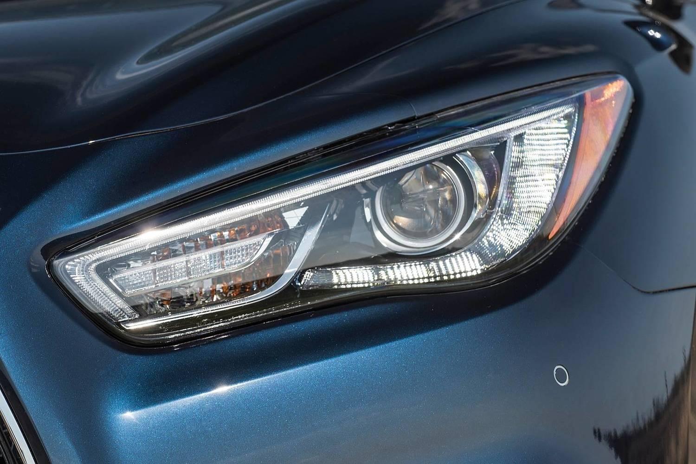 Infiniti QX60 4dr SUV Headlamp Detail (2017 model year shown)