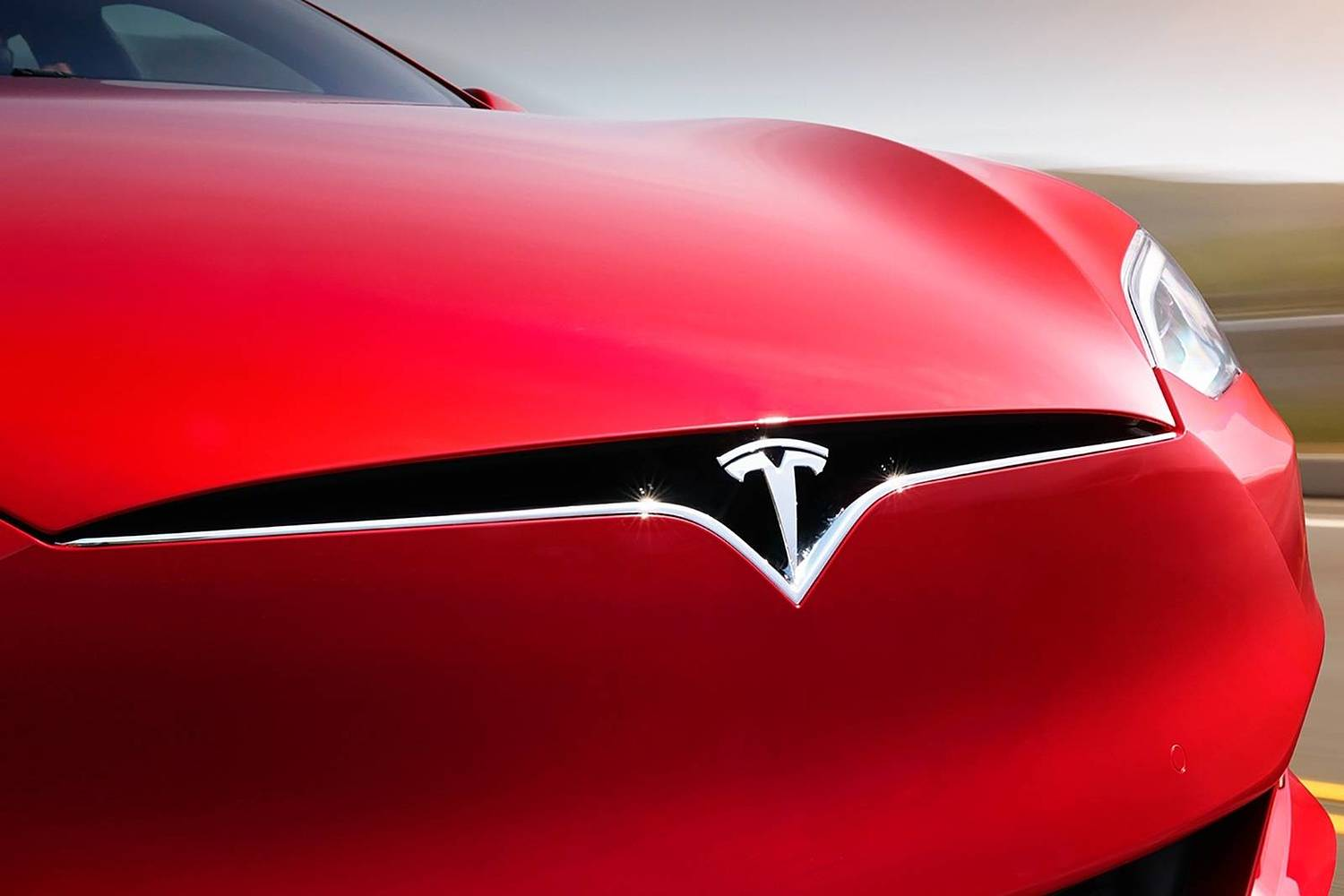 2017 Tesla Model S P100D Sedan Front Badge