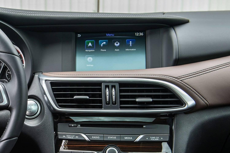 2017 Infiniti QX30 Premium 4dr SUV Center Console