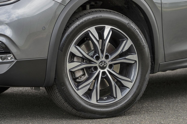 2017 Infiniti QX30 Premium 4dr SUV Wheel
