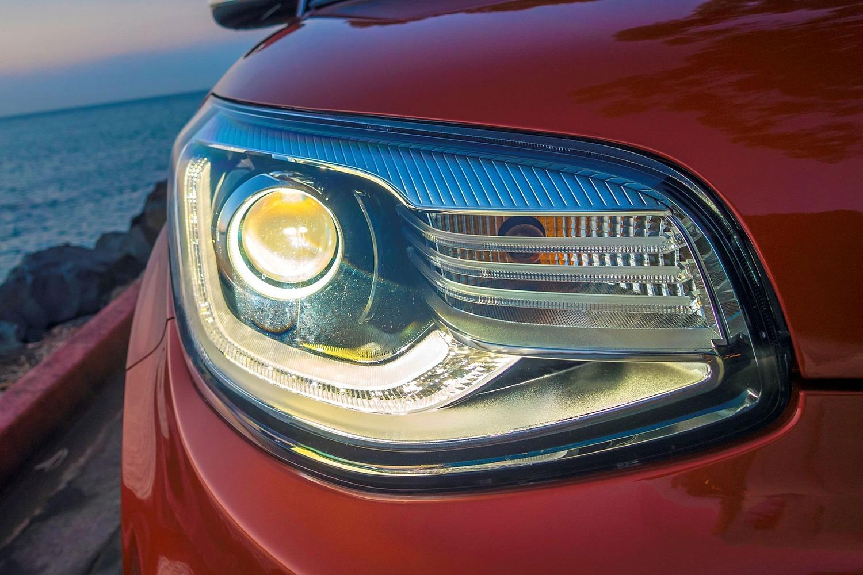 2017 Kia Soul ! Wagon Headlamp Detail