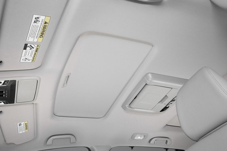 2017 Honda Pilot Elite w/Navigation and Rear Entertainment System 4dr SUV Interior Detail