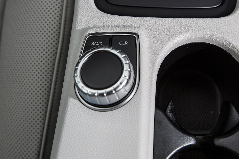 2017 Mercedes-Benz GLA-Class GLA250 4MATIC 4dr SUV Aux Controls
