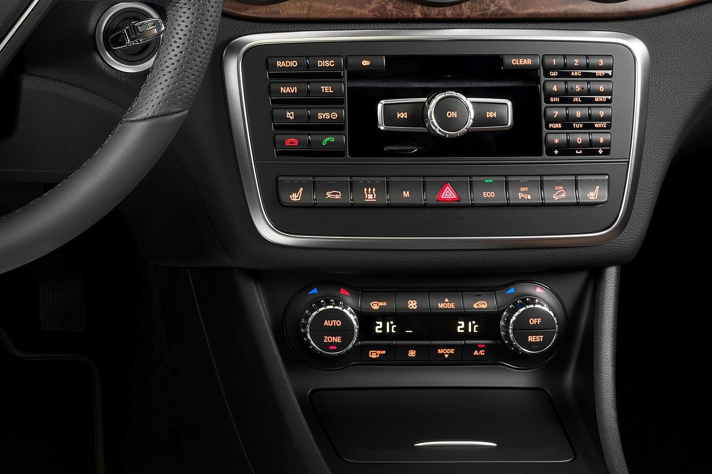2017 Mercedes-Benz GLA-Class GLA250 4MATIC 4dr SUV Center Console