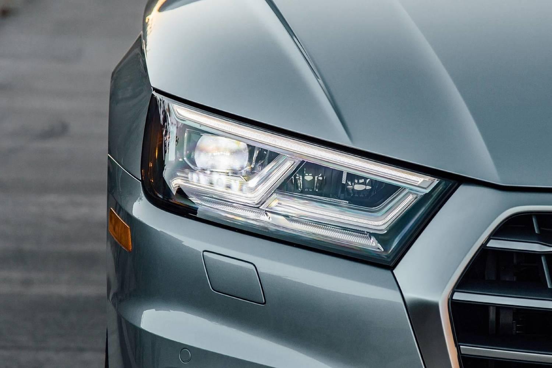 2018 Audi Q5 2.0T Prestige quattro 4dr SUV Headlamp Detail