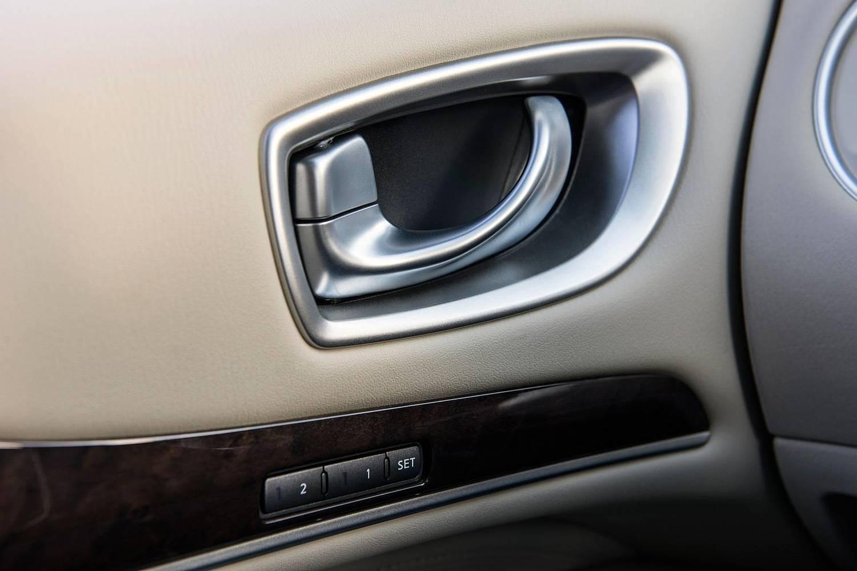 INFINITI QX60 4dr SUV Interior Detail (2017 model year shown)
