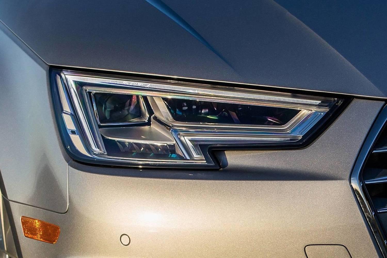 2018 Audi A4 2.0 TFSI Prestige quattro Sedan Headlamp Detail