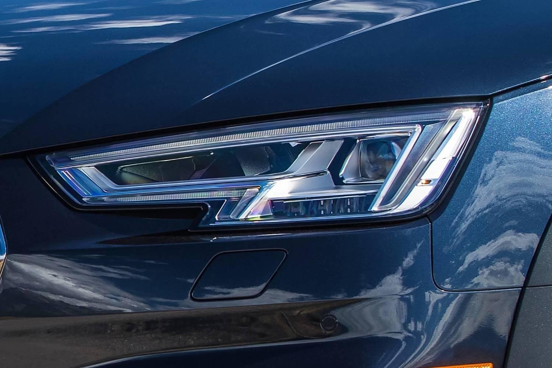 2018 Audi A4 allroad 2.0 TFSI Prestige quattro Wagon Headlamp Detail