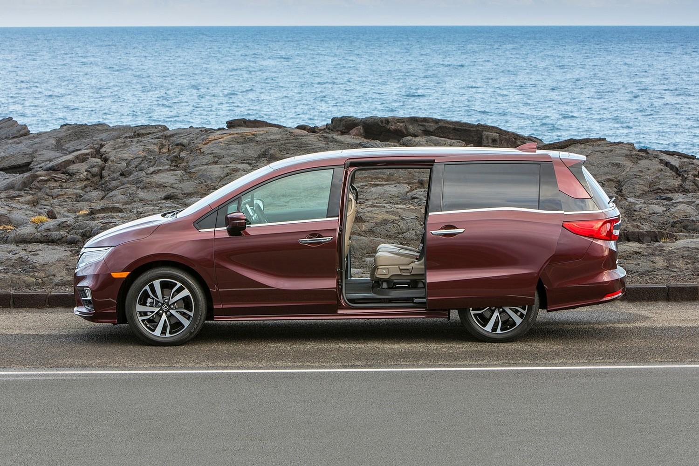 2018 Honda Odyssey Elite Passenger Minivan Profile Shown