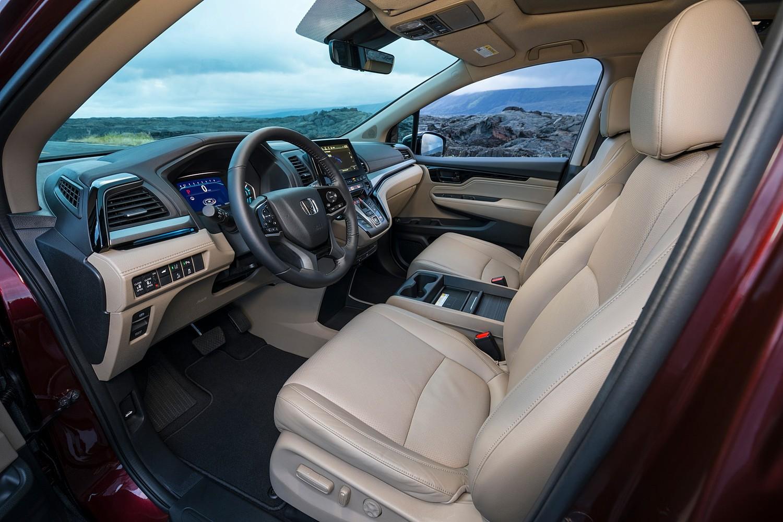 2018 Honda Odyssey Elite Passenger Minivan Interior