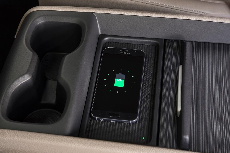 2018 Honda Odyssey Elite Passenger Minivan Interior Detail