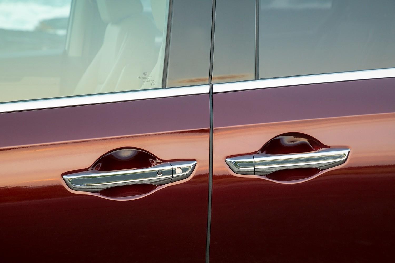 2018 Honda Odyssey Elite Passenger Minivan Exterior Detail