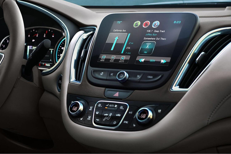 2018 Chevrolet Malibu Premier Sedan Center Console