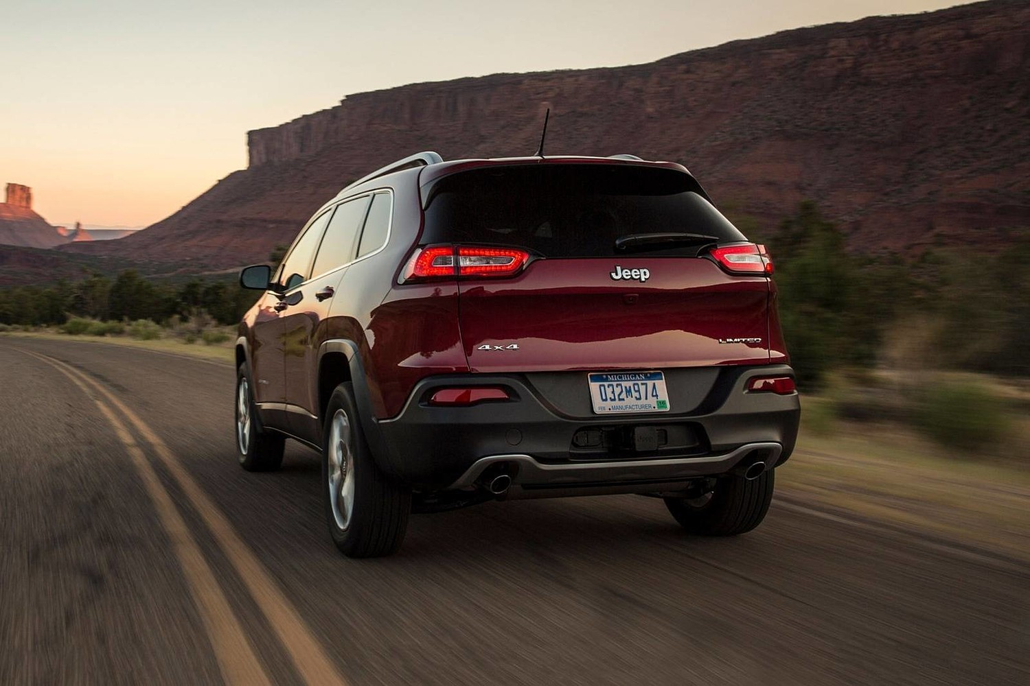 2018 Jeep Cherokee Limited 4dr SUV Exterior