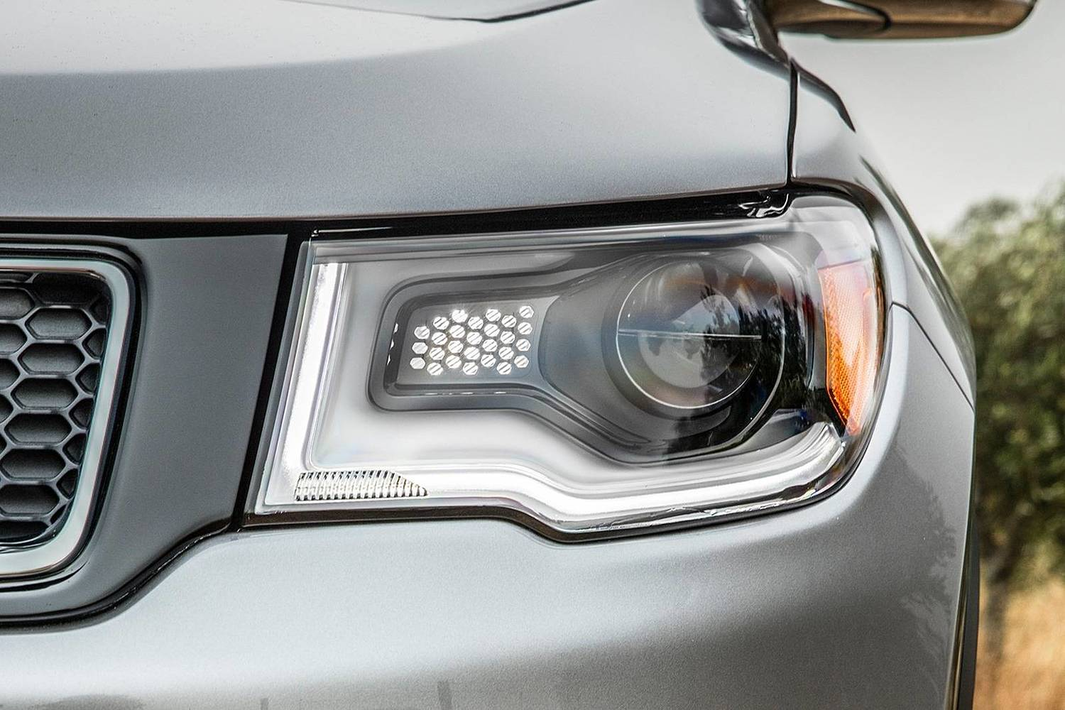 2018 Jeep Compass Limited 4dr SUV Headlamp Detail