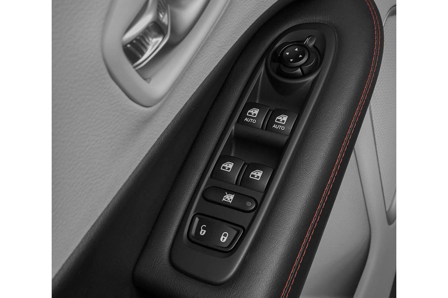 2018 Jeep Compass Limited 4dr SUV Interior Detail