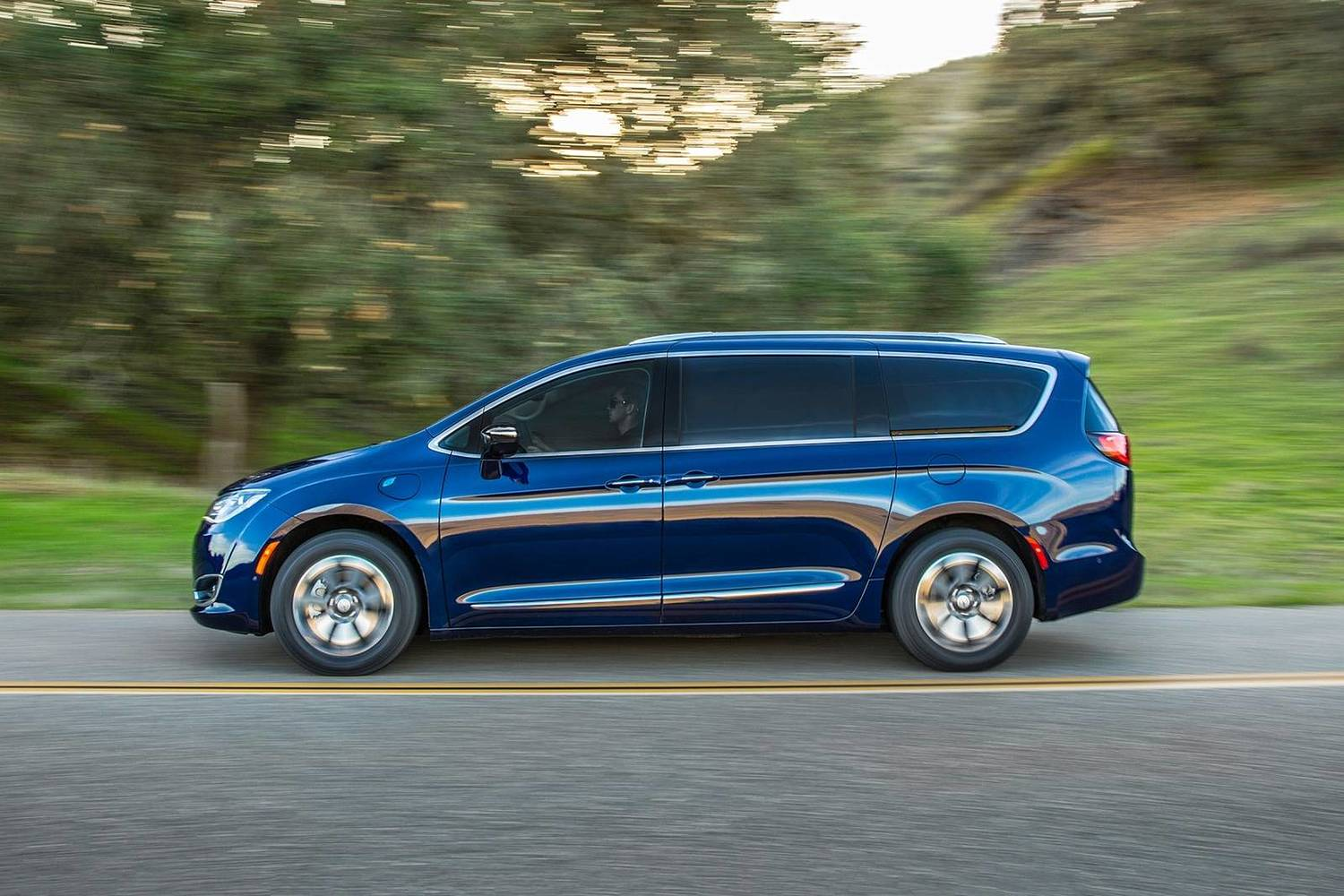 2018 Chrysler Pacifica Hybrid Touring Plus Passenger Minivan Profile Shown