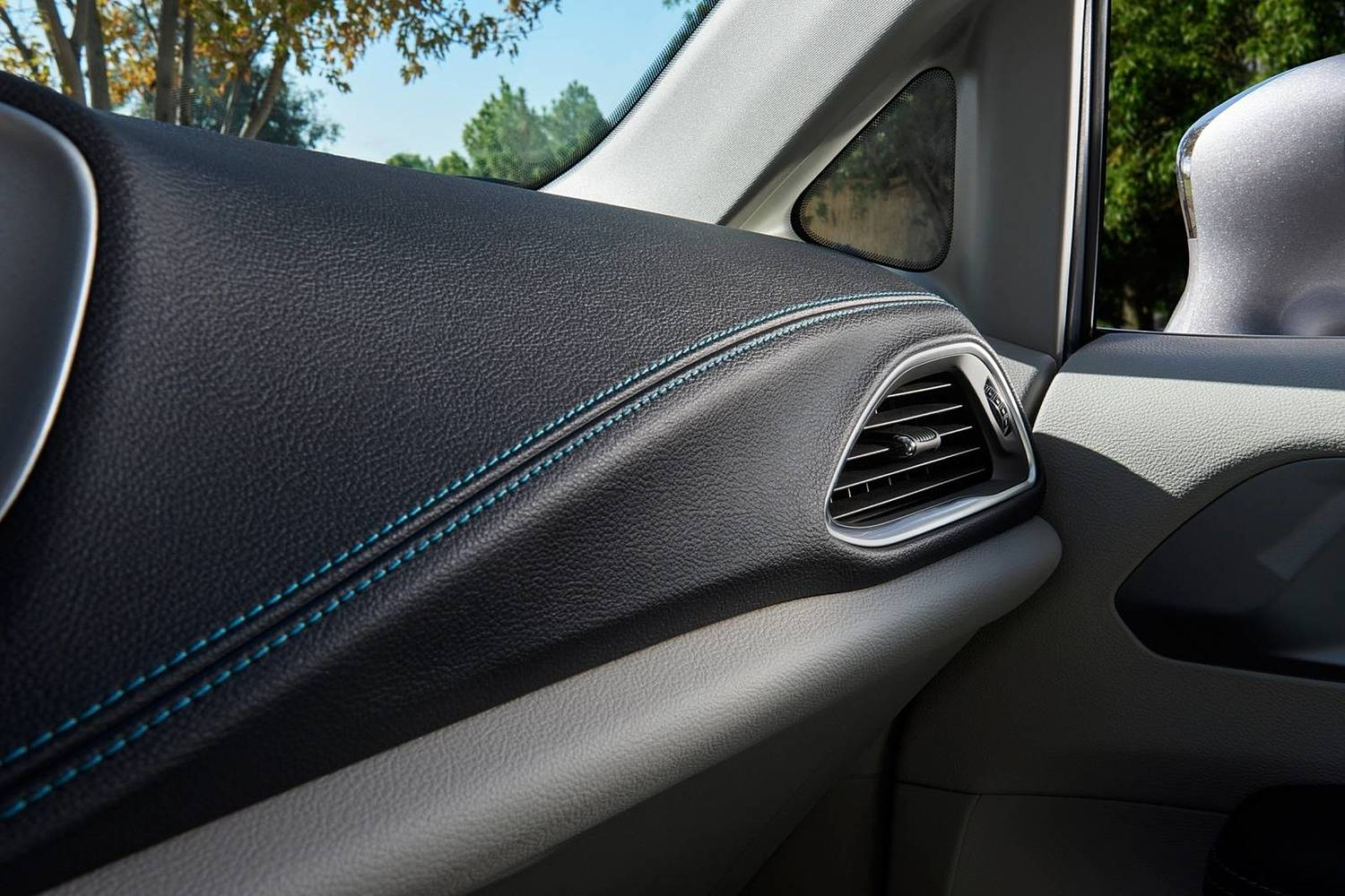 2018 Chrysler Pacifica Hybrid Touring Plus Passenger Minivan Interior Detail