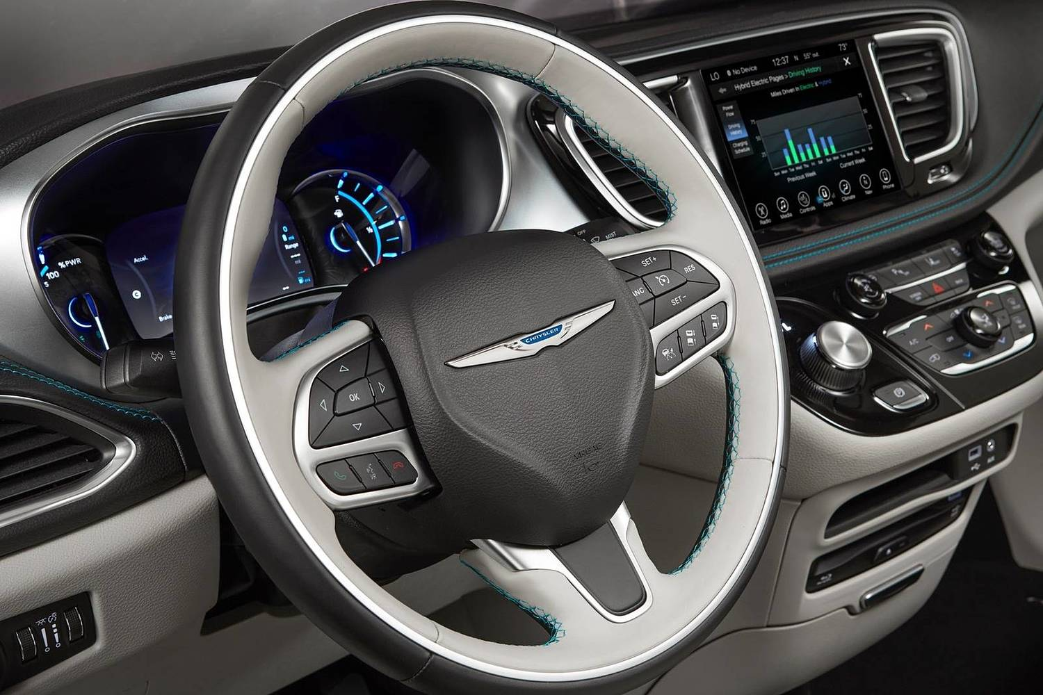 2018 Chrysler Pacifica Hybrid Touring Plus Passenger Minivan Steering Wheel Detail