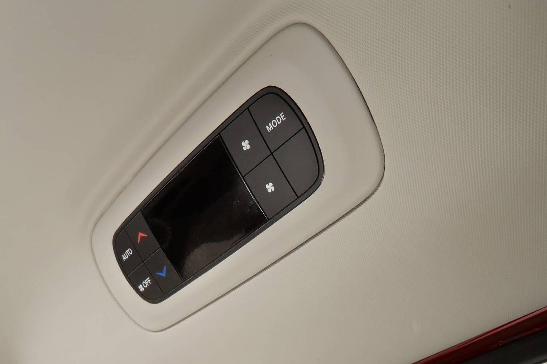 2018 Chrysler Pacifica Limited Passenger Minivan Interior Detail