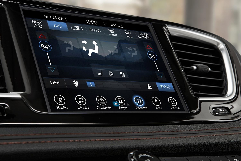 2018 Chrysler Pacifica Limited Passenger Minivan Center Console