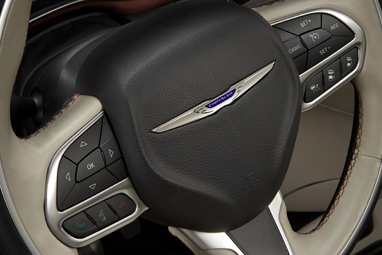 2018 Chrysler Pacifica Limited Passenger Minivan Aux Controls