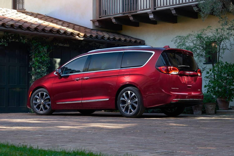 2018 Chrysler Pacifica Limited Passenger Minivan Exterior