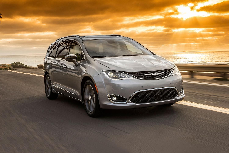 2018 Chrysler Pacifica Limited Passenger Minivan Exterior Shown