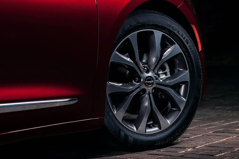 2018 Chrysler Pacifica Limited Passenger Minivan Wheel