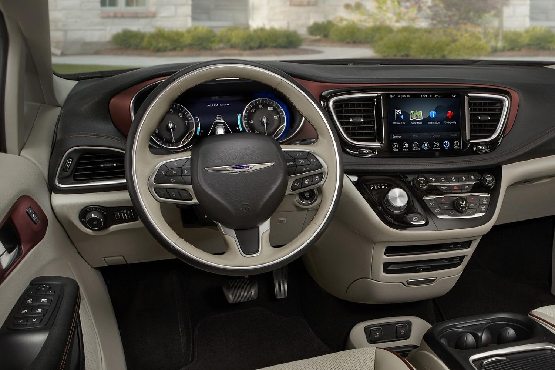 2018 Chrysler Pacifica Limited Passenger Minivan Steering Wheel Detail