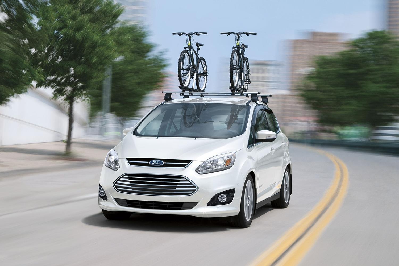 2018 Ford C-Max Hybrid Titanium Wagon Lifestyle Exterior