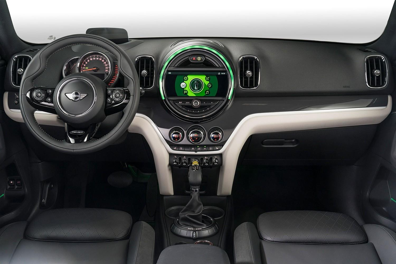 2018 MINI Countryman Cooper S E ALL4 Wagon Dashboard