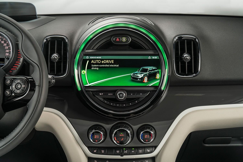 2018 MINI Countryman Cooper S E ALL4 Wagon Center Console Display