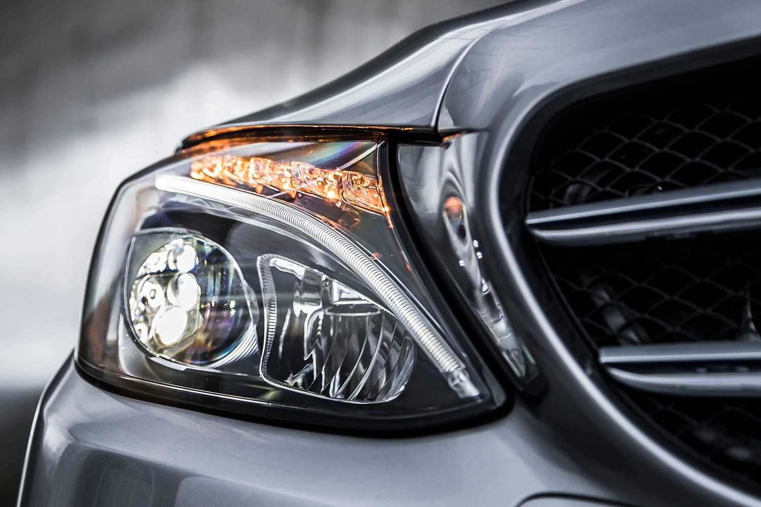 2018 Mercedes-Benz C-Class C 300 4MATIC Sedan Headlamp Detail