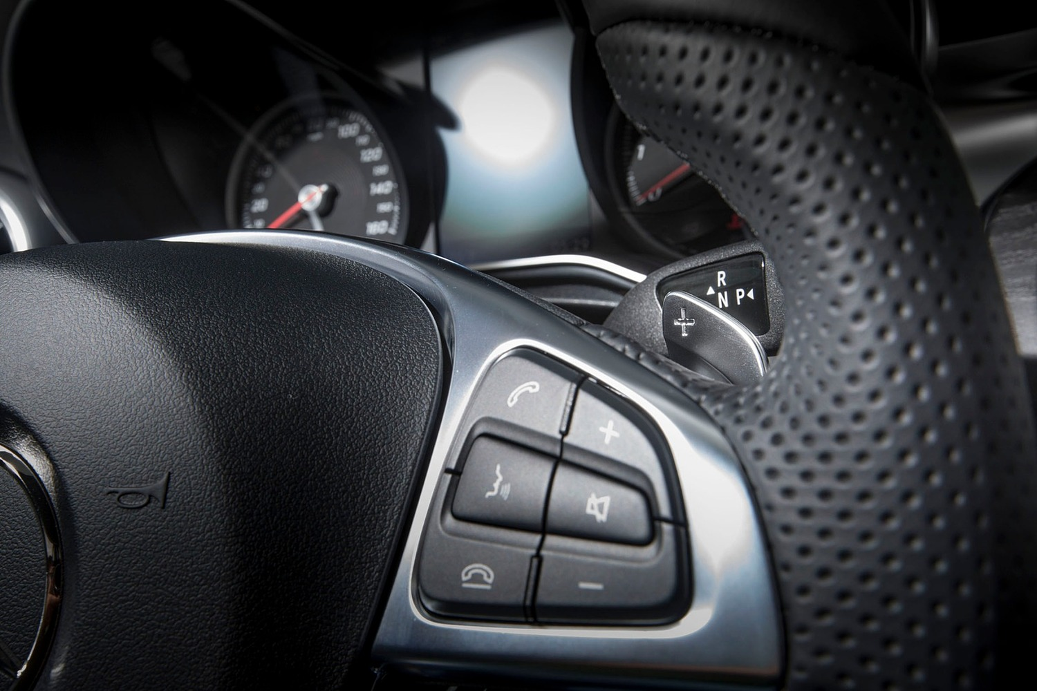2018 Mercedes-Benz C-Class C 300 4MATIC Sedan Steering Wheel Detail