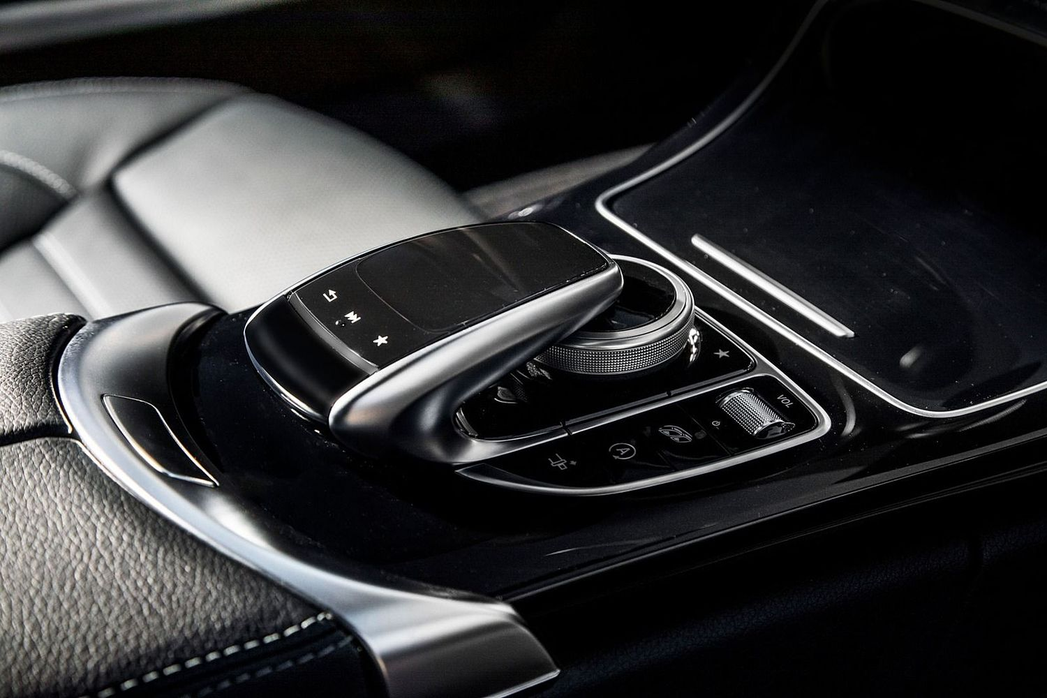 2018 Mercedes-Benz C-Class AMG C 43 Coupe Shifter