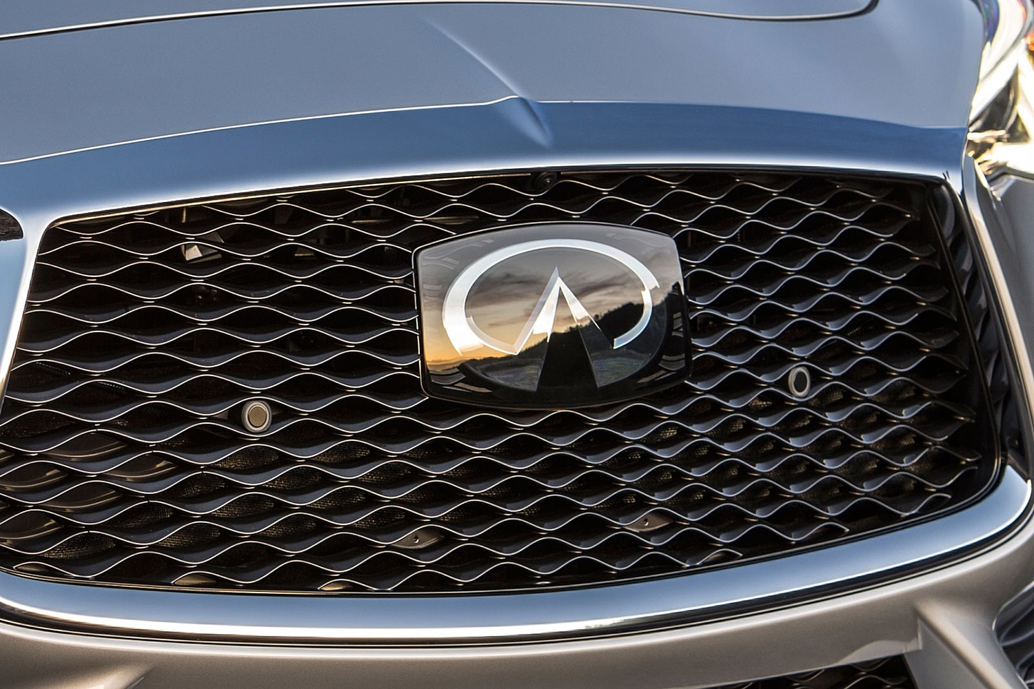 2018 INFINITI Q60 3.0t SPORT Coupe Front Badge