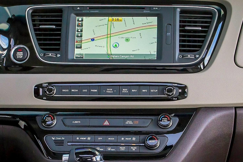 Kia Sedona SX Limited Passenger Minivan Navigation System