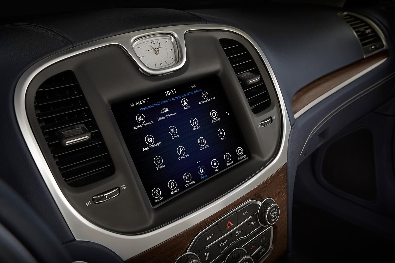 2018 Chrysler 300 C Sedan Center Console
