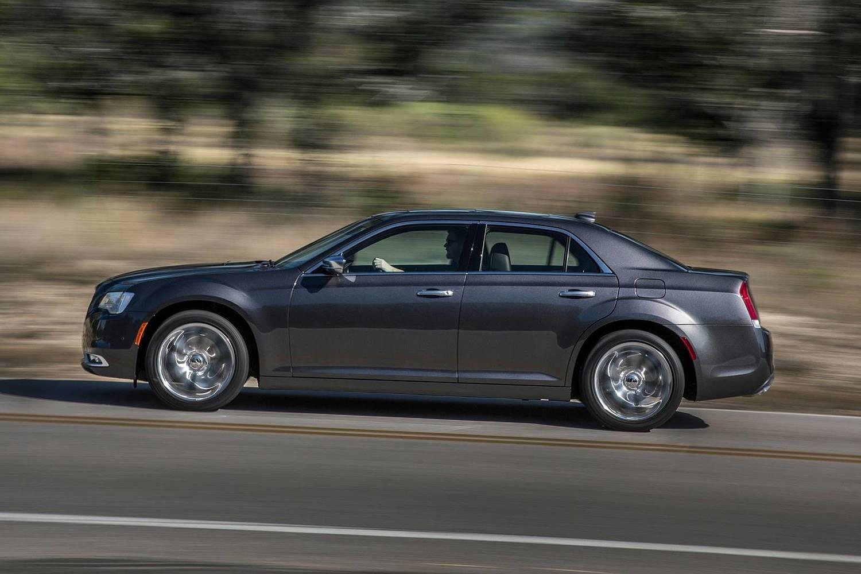 2018 Chrysler 300 C Sedan Profile